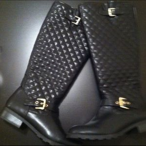 Shoes - Black quilted riding boots